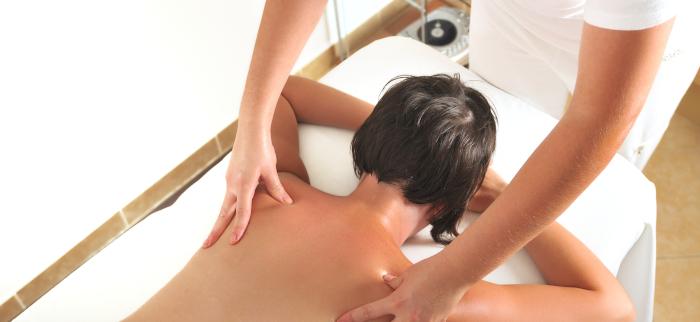stosowanie olejku do masażu
