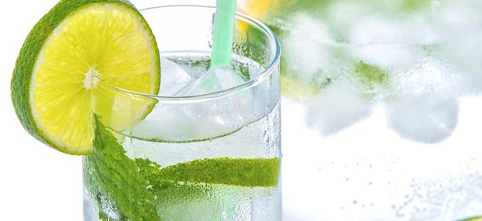 woda z cytryną na trawienie