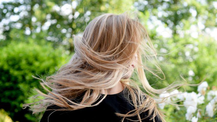 krople żołądkowe na włosy